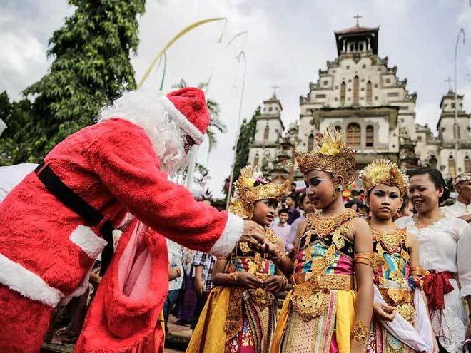 De Kerstman op Bali (Foto: Agung Parameswara, Getty Images)
